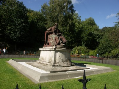 Lord Kelvin Memorial, Kelvingrove Park, Glasgow in the daytime.