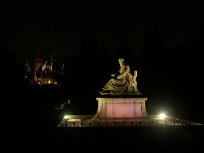 Lord Kelvin Memorial, Kelvingrove Park, Glasgow, with the Kelvingrove Art Galleries in the background